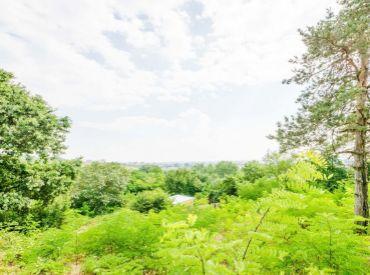 Pozemok, 1270m2 – BA Rača-Krasňany: terasovitý, VÝHĽADY, pod lesom, OBKLOPENÝ ZELEŇOU, súkromie, tichá lokalita