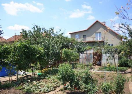 Rodinný dom s veľkou záhradou