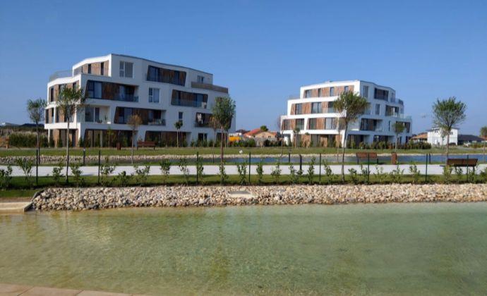 Kompletne zariadený 2i. byt + 2x parkovacie státie, Tri vody - Malinovo