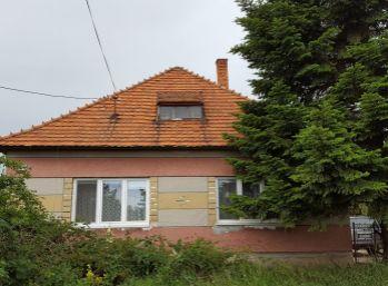 REZERVOVANÉ !!! Väčší pozemok / znížená cena !!!  Rodinný dom Vinohrady nad Váhom