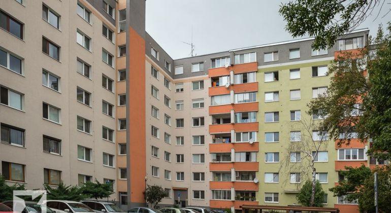 Predaj veľkého 4 izb. bytu, 78 m2 - Rajčianska ul. Bratislava smožnosťou kúpy aj garáže.