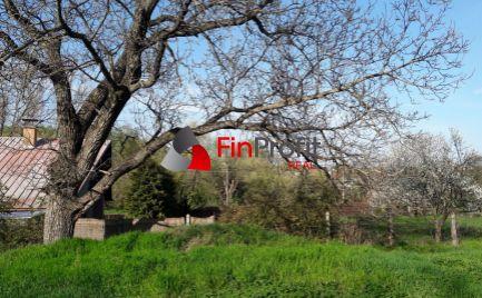 Na predaj udržiavaný pozemok, iba 3 km od TK v Podhájskej.