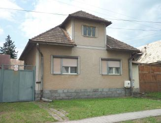 Dobrá Niva – rodinný dom s hosp. stavbami, pozemok 2830 m2 – predaj