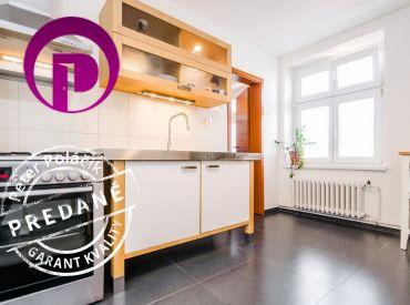 REZERVOVANÉ - 2i byt, 76 m2 – BA – Staré Mesto: VEĽKOMETRÁŽNY byt, NÁDHERNÉ VÝHĽADY.