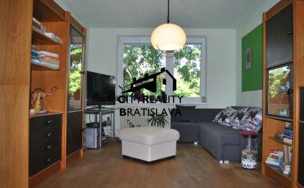 REZERVOVANÉ - Ponúkame EXKLUZÍVNE na predaj 3 + 1/2 izb. byt s balkónom, vo vyhľadávanej, tichej a slepej ulici v Ružinove - ul.Gregorovej.