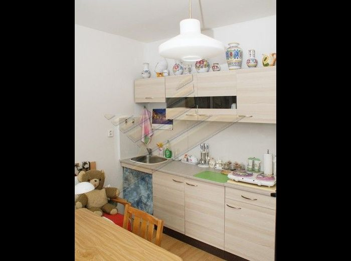 PREDANÉ - BEŇADICKÁ, garsónka, 29 m2 – v novo zateplenom bytovom dome, S VEĽKOU LOGGIOU A PIVNICOU, vynikajúca poloha BLÍZKO JAZERA DRAŽDIAK