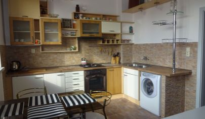 PRENÁJOM - zariadený 1 izbový byt 50 m2 s parkovaním vo dvore - širšie centrum