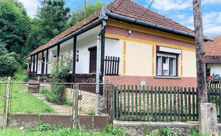 MAĎARSKO - JÓSVAFO 3 IZBOVÝ GAZDOVSKÝ DOM , POZEMOK 400 M2.