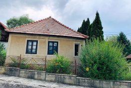 MAĎARSKO - ALSÓTELEKES 2 RODINNÉ DOMY POVODNÝ STAV, POZEMOK 1 900 M2.