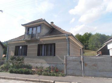 Rodinný dom v peknej a tichej lokalite, pozemok 3500m2, Stará Lehota (NM)