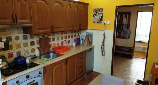Rezervované/ LEN U NÁS! – DIAMOND HOME s.r.o. ponúka Vám na predaj krásny prerobený 3 izbový byt v Dunajskej Strede na ulici Gyulu Szabóa!