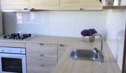 Ponúkame Vám na  predaj  nadštandardný 1 izbový byt v Nových Zámkoch