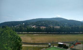 Na predaj veľkorysý mezonetový byt s dokonalým výhľadom v Dubnici nad Váhom .