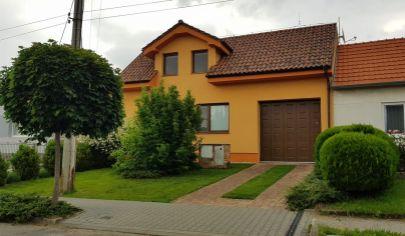 EXKLUZÍVNY PREDAJ:  7 izbový rodinný dom 240m2 s pozemkom 827m2 vo Vysokej pri Morave