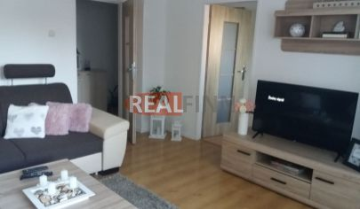 REALFINN -ŠURANY - 2 izbový byt na predaj s kompletným  zariadením neďaleko Tesca