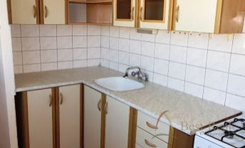 Best Real - 2-izbový byt na Rajčianskej ulici vo Vrakuni, 53m2, nepriechodné izby.