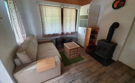 Ponúkame Exkluzívne na predaj tehlovú chatu v obci Hamuliakovo.