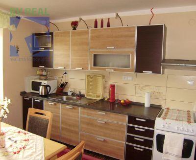 Na predaj veľkometrážny 4 izbový byt 106 m2 Handlová 79076