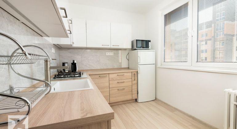REZERVOVANÝ - Zrekonštruovaný 2 izb. byt snepriechodnými izbami na Nám.Hraničiarov