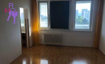 Ponúkame Vám na prenájom 1 izbový byt Bratislava-Rača,  Kafendova.  Plocha: úžitková 40m2.Stav objektu: kompletná rekonštrukcia.  Cena 500 €/mesiac.