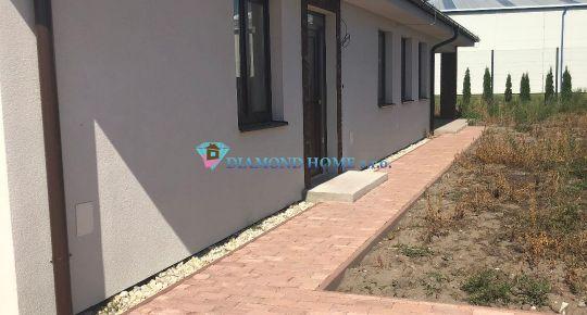 DIAMOND HOME s.r.o. Vám ponúka na predaj 4 izbový rodinný dvojdom s vlastnou záhradou a parkoviskom v Dun.Strede