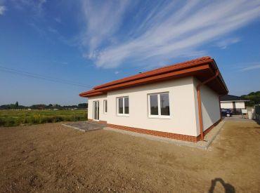Kvalitný 4-izbový bungalov kúsok od hrádze