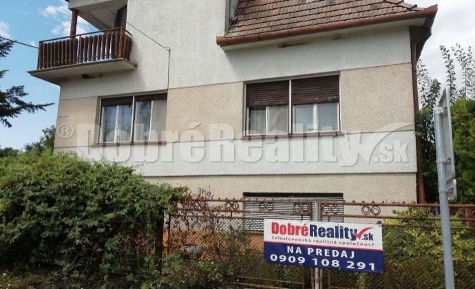 REZERVOVANÉ !!  Na predaj rodinný dom v obci Trávnica