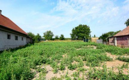DMPD real Vám ponúka na predaj krásny slnečný pozemok o rozlohe 1739m2 v obci Hruboňovo, okres Nitra.