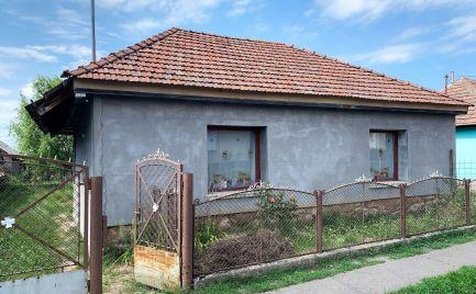 MAĎARSKO - BOLDOGKOÚJFALU 2 IZBOVÝ RD 70 M2, POZEMOK 1500 M2
