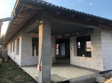 NOVOSTAVBA - rodinný dom v obci Malá Hradná - hrubá stavba, pozemok o výmere 1180 m2