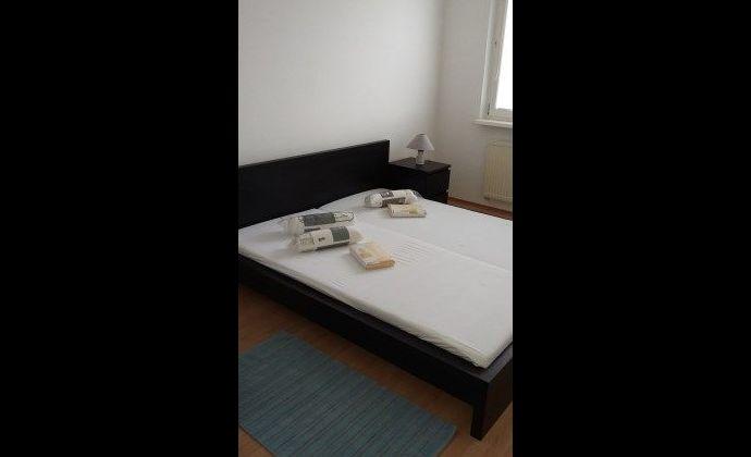 BA IV., Karlova Ves, 3-izbový byt na Beniakovej ulici na Dlhých Dieloch