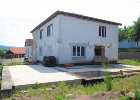Dom plus pozemok Zvolen -  predaj