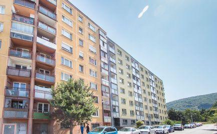 DOM-REALÍT ponúka, 4izb byt v pôvodnom stave