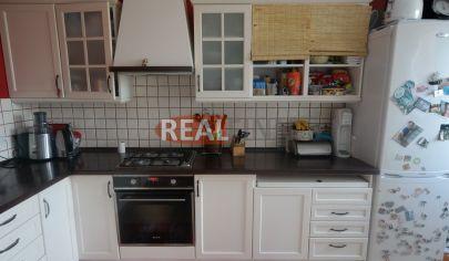 REALFINN EXKLUZÍVNE PRENÁJOM - veľký 2 izbový byt s lodžiou ul. J.Kráľa, Nové Zámky