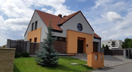 Kuchárek-real: Exkluzívna ponuka luxusného, 3 podlažného rodinného domu pod Malými Karpatmi. Modra.