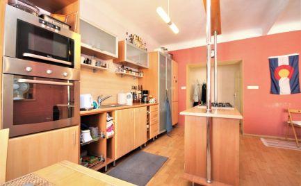 PRENÁJOM - veľký 2i byt so šatníkom v centre, Medená