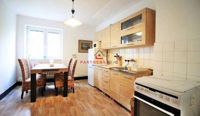 REZERVOVANÉ /  VEĽKÝ 3-izb byt (98m2) v tichej lokalite, čiastočná rekonštrukcia / Čárskeho ul. / KE - Sever