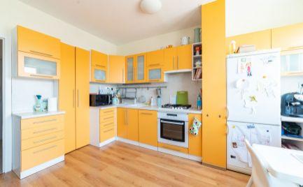 Predaj pekný 3 izbový byt so zasklenou loggiou Nám.Hraničiarov Petržalka