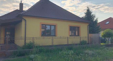 PREDAJ - 4-izbový čiastočne zrekonštruovaný rodinný dom v obci Trávnik