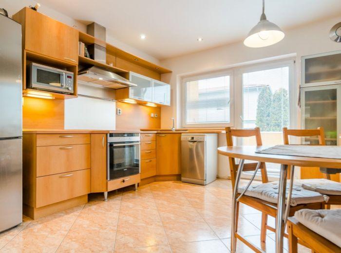 ŠPORTOVÁ, 5-i dom, 247 m2 - PRÍRODA, garáž, klimatizácia, KAŽDÁ IZBA S BALKÓNOM, podlahové kúrenie