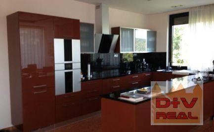 D+V real ponúka na prenájom: 5 izbový byt, Lovinského ulica, Bratislava I, Staré Mesto, balkón, parkovanie pre dve autá