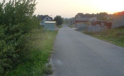Krásny slnečný J pozemok na Beňuši - super lokalita