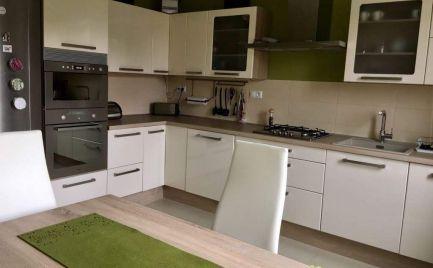 Ponúkame na prenájom veľký 2-izbový slnečný byt na Mesačnej ulici v Ružinove, BA II. (výborná lokalita), ktorý sa nachádza v krásnom prostredí ružinovského parku.