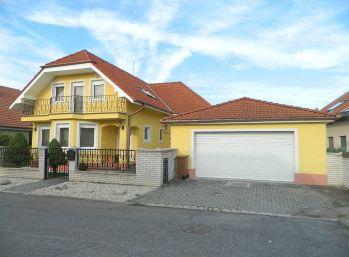 Predáme exkluzívny rodinný dom v tichej lokalite v Seredi