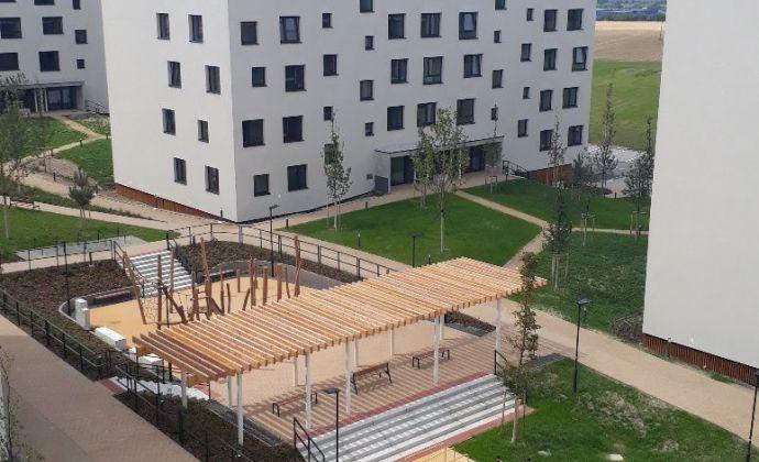Kompletne zariadený byt v novostavbe, parkovacie miesto