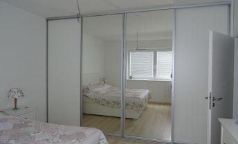 Ponúkame Vám na predaj 4 izbový 99 m2, bezbariérový byt v tehlovej novostavbe v Dunajskej Lužnej, v rezorte Green village.