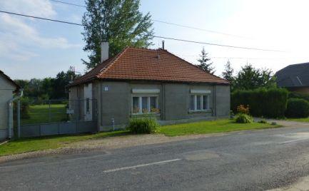 Na predaj vidiecky dom s veľkým stavebným pozemkom 2.127 m2 v obci Dunasziget.