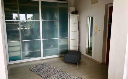 Krásny  slnečný priestranný zariadený 2 izbový byt s veľkou loggiou v Bratislave.
