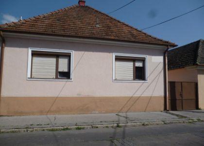 DOMUM -  starší rodinný dom na podnikanie  v Piešťanoch, pozemok 765m2.