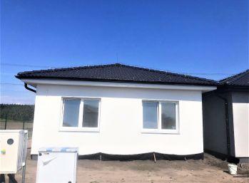 ***NOVOSTAVBA: Kvalitný 4 izb. rodinný bungalov v obci Kostolište/Alej M. Benku - pri Malackách!!